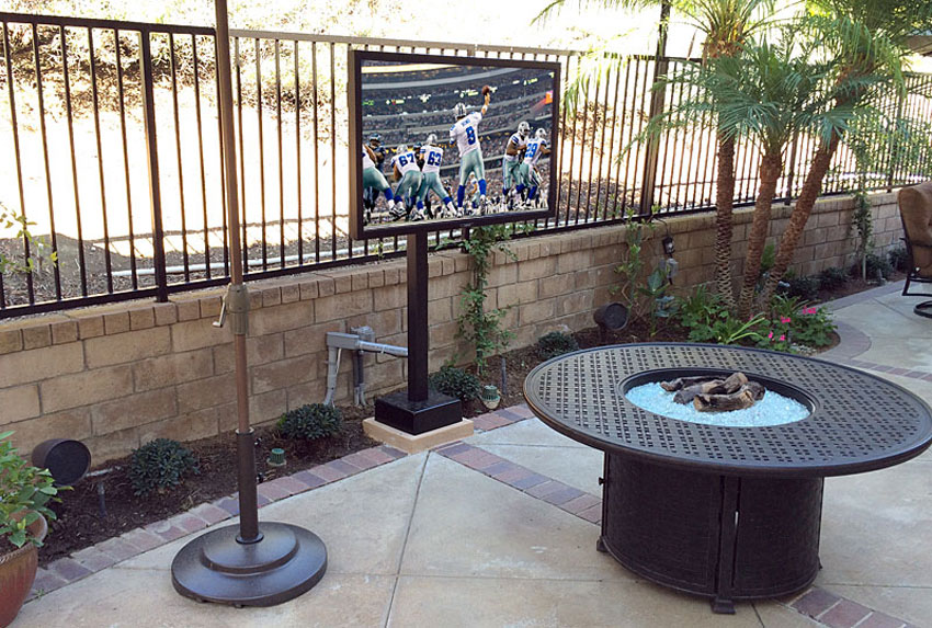 Outdoor TV Mounted to Pole, Sunbrite